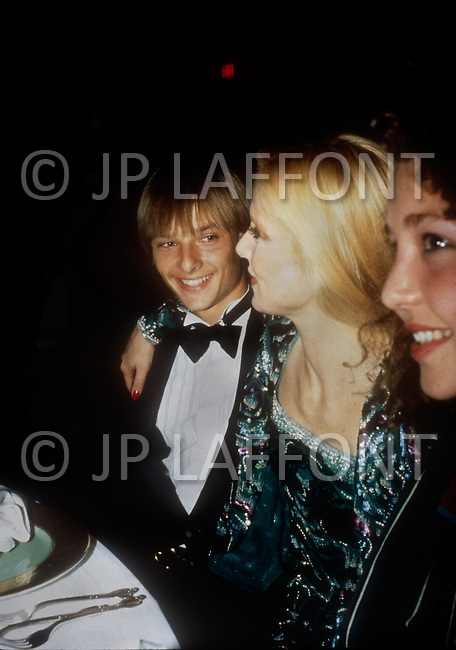 "December 9th, 10th &11th, 1982. Las Vegas, USA. After her triumph at the M.G.M Hotel, the french singer Sylvie Vartan became a success with six performances, conquering America. She felt ""at home"" as she was surrounded by her mother, her son David and her brother Eddie and Tony Scotti, her new love."