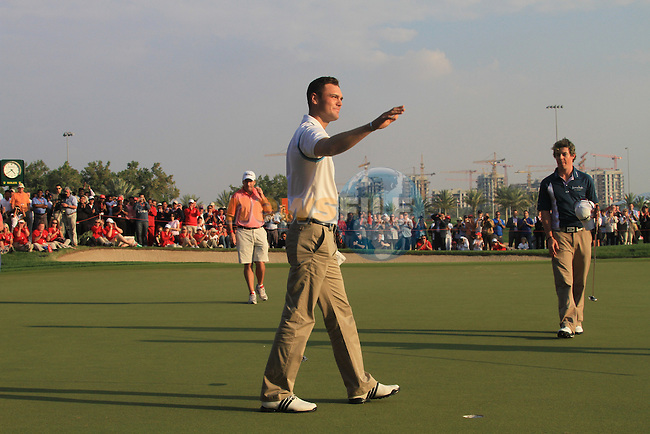 Martin Kaymer waves to the gallery on the 18th after winning the Abu Dhabi HSBC Golf Championship 2011, at the Abu Dhabi golf club, UAE. 22/1/11..Picture Fran Caffrey/www.golffile.ie.