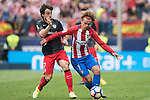 Benat Etxebarria Urkiaga (L) of Athletic Club fights for the ball with Antoine Griezmann (R) of Atletico de Madrid during their La Liga match between Atletico de Madrid vs Athletic de Bilbao at the Estadio Vicente Calderon on 21 May 2017 in Madrid, Spain. Photo by Diego Gonzalez Souto / Power Sport Images