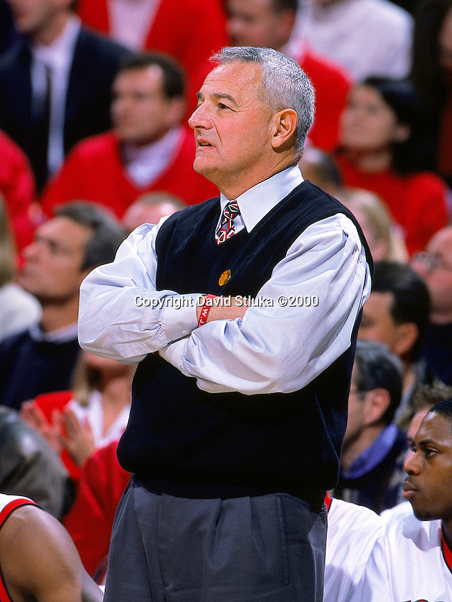 University of Wisconsin Head Coach Dick Bennett during the Maryland game at the Bradley Center in Milwaukee, WI, on 11/29/00. (Photo by David Stluka)