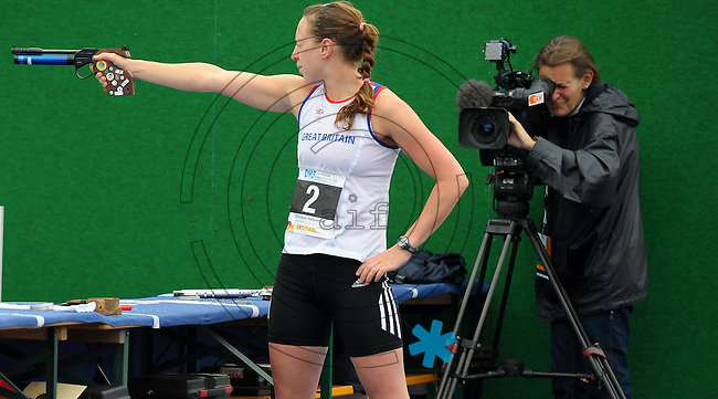 DKB EM Europameisterschaft Moderner Fünfkampf in Leipzig - Qualifikation - im Bild: Britin Heather Fell (r.) am Schiessstand. . Foto: Norman Rembarz..