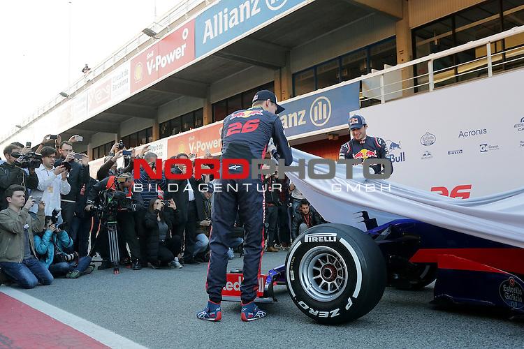 26.02.2017, Circuit de Catalunya, Barcelona, ESP, im Bild <br /> Daniil Kvyat (RUS#26), Scuderia Toro Rosso und Carlos Sainz Jr. (SPA#55), Scuderia Toro Rosso enth&uuml;llen den neuen Formel 1 Rennwagen von Toro Rosso<br /> Foto &copy; nordphoto / Bratic