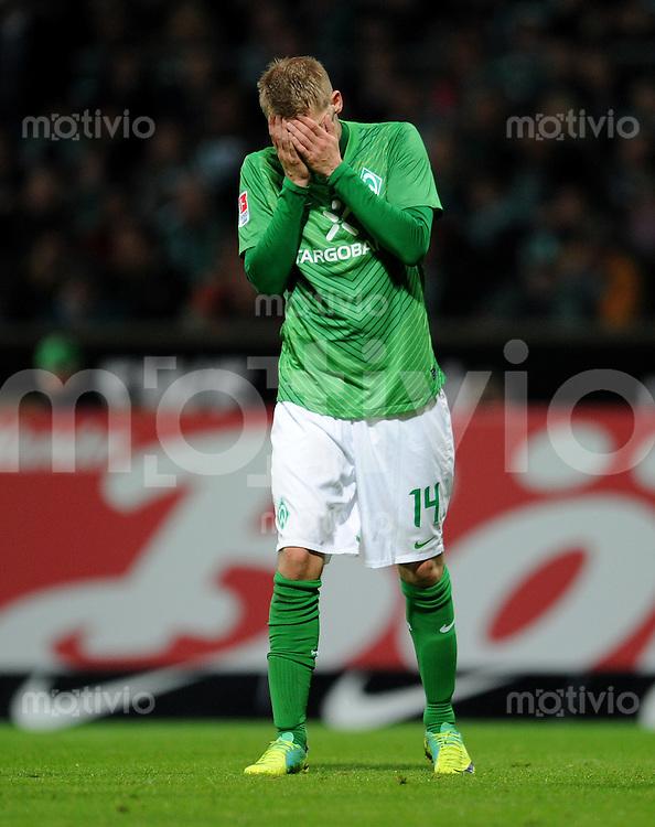 FUSSBALL   1. BUNDESLIGA   SAISON 2011/2012    9. SPIELTAG SV Werder Bremen - Borussia Dortmund                 14.10.2011 Aaron HUNT (Bremen) enttaeuscht