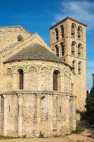 France, Aude (11), Caunes-Minervois: Abbaye de Caunes-Minervois , Le chevet et le clocher nord //France, Aude, Caunes Minervois, Caunes Minervois Abbey, apse and bell tower