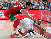 USA's Kyrie Irving (r) and Mexico's Marco Ramos during 2014 FIBA Basketball World Cup Round of 16 match.September 6,2014.(ALTERPHOTOS/Acero)