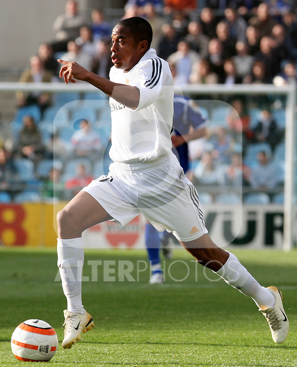 Real Madrid's Robinho during Spanish La Liga match between Getafe and Real Madrid at Coliseum Alfonso Perez in Getafe. Sunday, April 16, 2006. (ALTERPHOTOS / ALVARO HERNANDEZ)