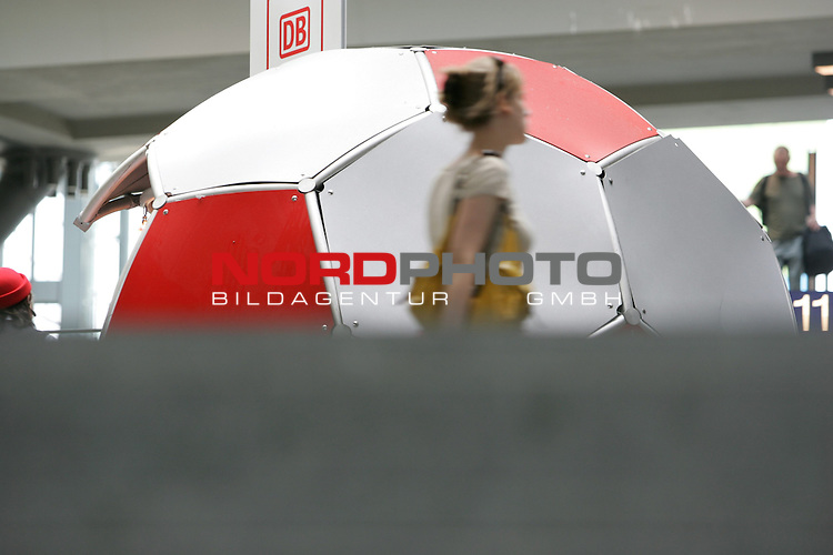 FIFA WM 2006 Germany - Feature<br /> People walking around an infodesk in the shape of a football at the central station in Berlin during the world cup in Berlin.<br /> Foto &copy; nordphoto