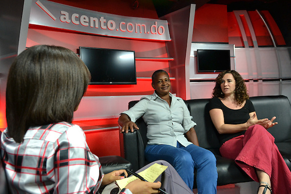 Rosa Ca&ntilde;ete, directora de Oxfan en Rep&uacute;blica Dominicana y Juana Mercedes, coordinadora Articulaci&oacute;n Nacional de Campesinos. <br /> Foto: Ariel D&iacute;az-Alejo/acento.com.do.<br /> Fecha: 21/11/2013.