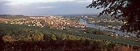 Europe/France/89/Yonne/Joigny: Lumière du soir sur la ville, la vallée de l'Yonne & la vignoble