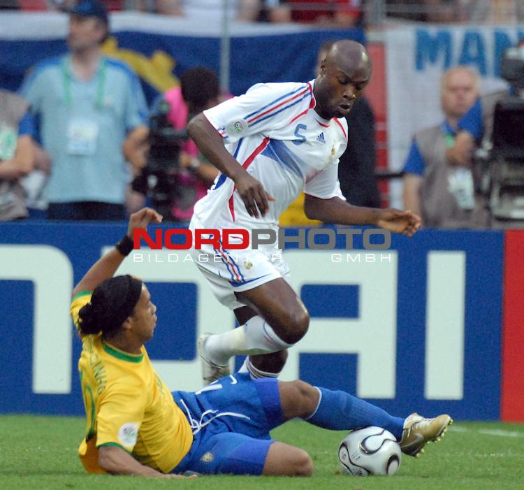 FIFA WM 2006 -  Round of Sixteen - / Viertelfinale <br /> Play    #60 ( 01. Juli) -  Brasilien - Frankreich<br /> <br /> Ronaldinho (BRA) gegen William Gallas (FRA)<br /> <br /> Foto &copy; nordphoto