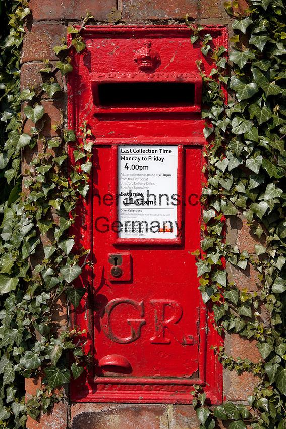 United Kingdom, England, Warwickshire, Stratford-upon-Avon: Rustic Royal Mail post box