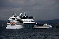 (((ACOMPAÑA CRÓNICA-R.DOMINICANA-BALLENAS))) STO05. SAMANÁ (REPÚBLICA DOMINICANA), 02/03/2011.- Fotografía facilitada hoy, martes 2 de marzo de 2011, que muestra dos cruceros que transportan a miles de turistas mientras permanecen el pasado 23 de febrero en las aguas de la Bahía de Samaná (República Dominicana). La bahía de Samaná forma, junto al Banco de la Plata y el Banco de la Navidad, en el norte, el santuario de mamíferos marinos, que abarca una zona de 12.700 millas cuadradas, convirtiéndola así en el área protegida más grande del país caribeño. EFE/Orlando Barría