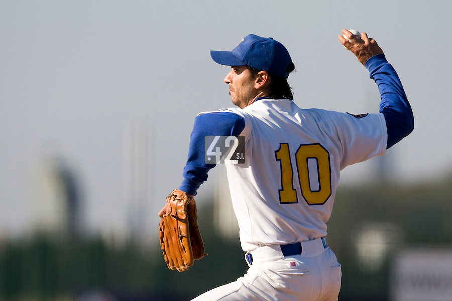 11 Oct 2008: Samuel Meurant pitches against Rouen during game 1 of the french championship finals between Templiers (Senart) and Huskies (Rouen) in Chartres, France. The Templiers win 5-2 over the Huskies