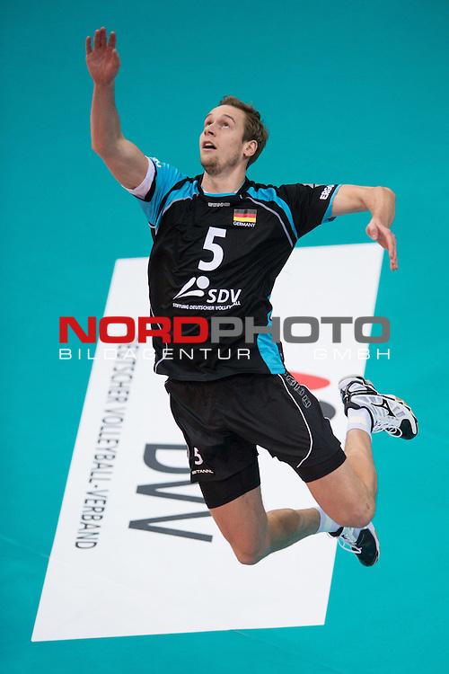 04.01.2014, MHP Arena, Ludwigsburg<br /> Volleyball, Qualifikation WM 2014, Deutschland vs. Estland<br /> <br /> Aufschlag / Service Sebastian K&uuml;hner / Kuehner (#5 GER)<br /> <br />   Foto &copy; nordphoto / Kurth