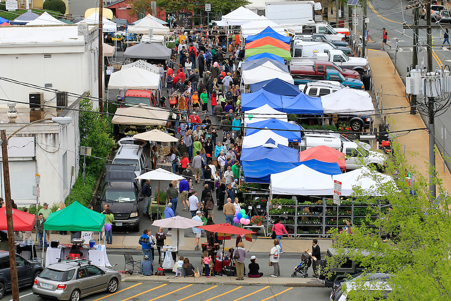 Crowds shop at the City Market off of Water Street in downtown Charlottesville Saturday, April 23, 2011.  Photo/Andrew Shurtleff