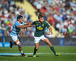 06/09/2018. Malvinas Argentinas Stadium, Mendoza, Argentina. The Rugby Championship 2018, Round 2, Los Pumas beat the Spingboks at home 32 to 19. Handre Pollard scapes from Pablo Matera pressure during first half of the match. /Maximiliano Aceiton/Trysportimages