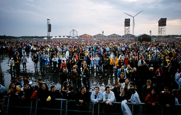 Jean Michel Jarre's Aero concert in the windmill park Gammel Vra Enge near Aalborg (Denmark, 07/09/2002)