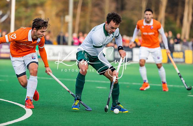 BLOEMENDAAL - Diede van Puffelen (Rdam) met Caspar van Dijk (Bldaal)   tijdens  hoofdklasse competitiewedstrijd  heren , Bloemendaal-Rotterdam (1-1) .COPYRIGHT KOEN SUYK