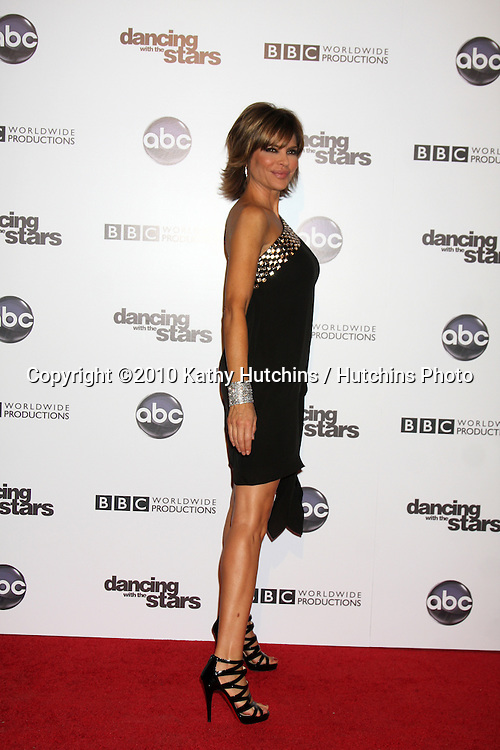 LOS ANGELES - NOV 1:  Lisa Rinna arrives at the Dancing With The Stars 200th Show Party at Boulevard3 on November 1, 2010 in Los Angeles, CA