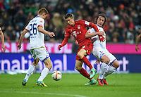 FUSSBALL  1. BUNDESLIGA  SAISON 2015/2016  24. SPIELTAG FC Bayern Muenchen - 1. FSV Mainz 05       02.03.2016 Niko Bungert (li) und Julian Baumgartlinger (re, beide 1. FSV Mainz 05) gegen Robert Lewandowski (Mitte, FC Bayern Muenchen)