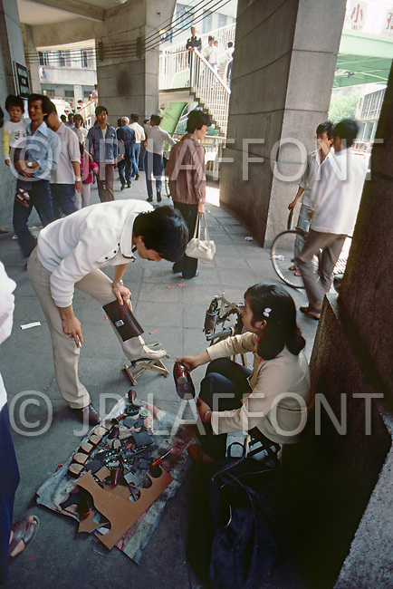October 1984. Se Shuan Province, Street scene of small business in the city of Cheng Du.