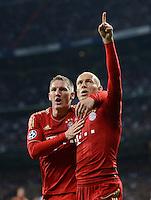 FUSSBALL   CHAMPIONS LEAGUE SAISON 2011/2012  HALBFINALE  RUECKSPIEL      Real Madrid - FC Bayern Muenchen           25.04.2012 Jubel nach dem 2:1: Bastian Schweinsteiger (li) und Arjen Robben (re, beide FC Bayern Muenchen)