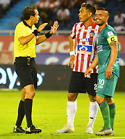 BARRANQUILLA - COLOMBIA, 25-01-2020: Luis Trujillo Serna, árbitro, durante partido entre Atlético Junior y La Equidad por la fecha 1 de la Liga BetPlay I 2020 jugado en el estadio Metropolitano Roberto Meléndez  de la ciudad de Barranquilla. / Luis Trujillo Serna, referee, during the match between Atletico Junior  and La Equidad for the date 1 as part of BetPlay League I 2020 played at Metropolitano Roberto Meléndez   stadium in Barranquilla. Photo: VizzorImage / Alfonso Cervantes / Cont /