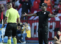 CALI - COLOMBIA, 21-04-2019: Jersson Gonzalez técnico del América gesticula durante partido por la fecha 17 de la Liga Águila I 2019 entre América de Cali y Millonarios jugado en el estadio Pascual Guerrero de la ciudad de Cali. / Jersson Gonzalez coach of America de Cali gestures during match for the date 17 as part of Aguila League I 2019 between America Cali and Millonarios played at Pascual Guerrero stadium in Cali. Photo: VizzorImage / Gabriel Aponte / Staff