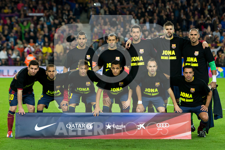 FC Barcelona's Martin Montoya, Javier Mascherano, Sergio Busquets, Gerard Pique, Victor Valdes (left to right, top row), Leo Messi, Daniel Alves, Neymar Santos Jr, Alexis Sanchez, Andres Iniesta and Xavi Hernandez (left to right, bottom row) pose wearing a shirt with a message of encouragement for their injured teammate Jonathan Dos Santos for a team photo before La Liga 2013-2014 match against RCD Espanyol. November 1, 2013. (ALTERPHOTOS/Alex Caparros)