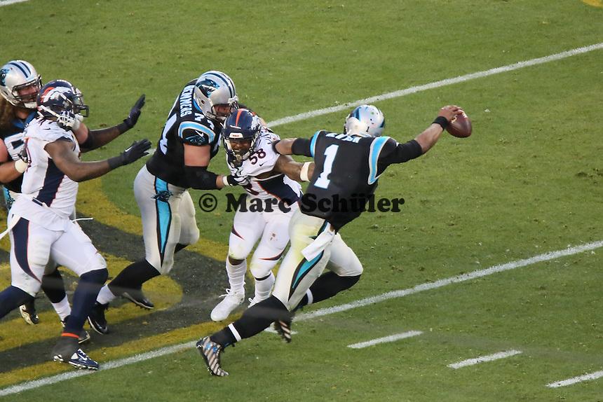 LB Von Miller (Broncos) hat QB Cam Newton (Panthers) erwischt - Super Bowl 50: Carolina Panthers vs. Denver Broncos