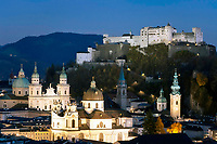 Oesterreich, Salzburger Land, Salzburg: Blick vom Moenchsberg ueber die Stadt mit den Sehenswuerdigkeiten Benediktinenstift Nonnberg, Dom, Kollegienkirche, Franziskanerkirche, Stiftskirche St. Peter und ueber allen trohnt die Festung Hohensalzburg | Austria, Salzburger Land, Salzburg: view from Moenchsberg over city of Salzburg with its landmarks Benedictine monastery Nonnberg, Cathedral, University Collegiate church, Franciscan church, Collegiate church St. Peter and above all Hohensalzburg Fortress