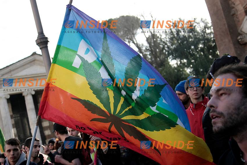 bandiera della pace con foglia di marjuana<br /> Roma 08-02-2014 Manifestazione antiproibizionista Marjuana march.<br /> Photo Samantha Zucchi Insidefoto