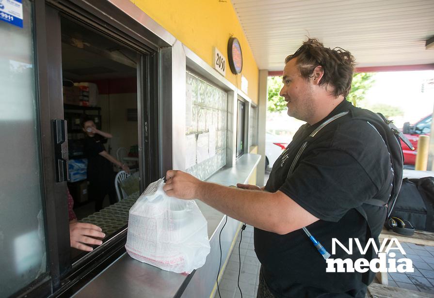 NWA Democrat-Gazette/BEN GOFF @NWABENGOFF<br /> Eddie Bouchez, a driver with Waitr, picks up an order Wednesday, June 6, 2018, at Mangos Gourmet Taco Shop in Fayetteville.