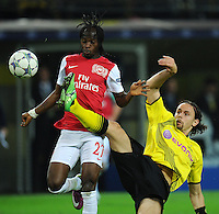 FUSSBALL   CHAMPIONS LEAGUE   SAISON 2011/2012  Borussia Dortmund - Arsenal London        13.09.2001 GERVINHO (li, Arsenal) gegen Neven SUBOTIC (re, Dortmund)