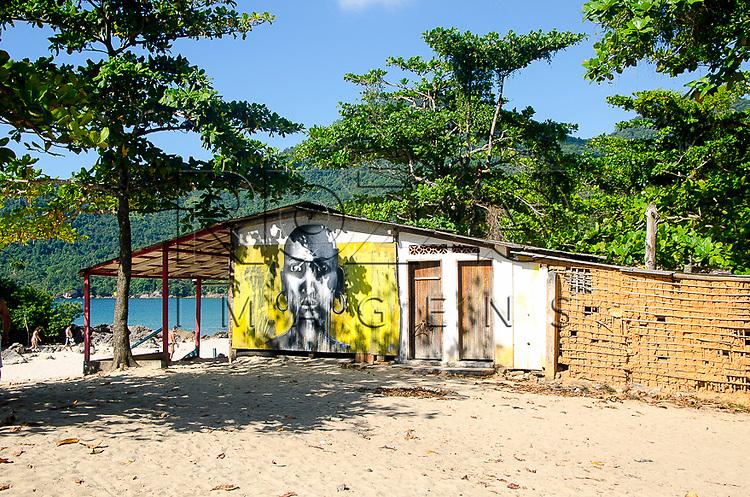 Quiosque na praia do Meio, Vila de Trindade - Paraty- RJ, 12/2013.