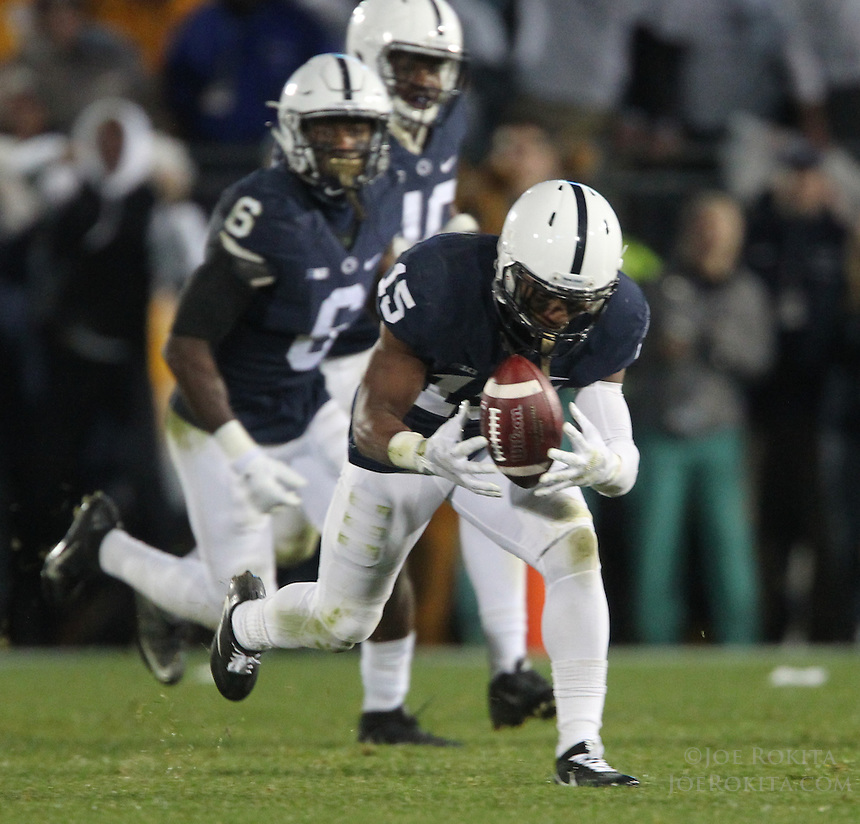 State College, PA - 10/22/2016:  Grant Haley (15) returns a blocked punt for a touchdown to give Penn State the lead late in the fourth quarter. Penn State upset #2 Ohio State by a score of 24-21 on Saturday, October 22, 2016, at Beaver Stadium in University Park, PA.<br /> <br /> Photos by Joe Rokita / JoeRokita.com