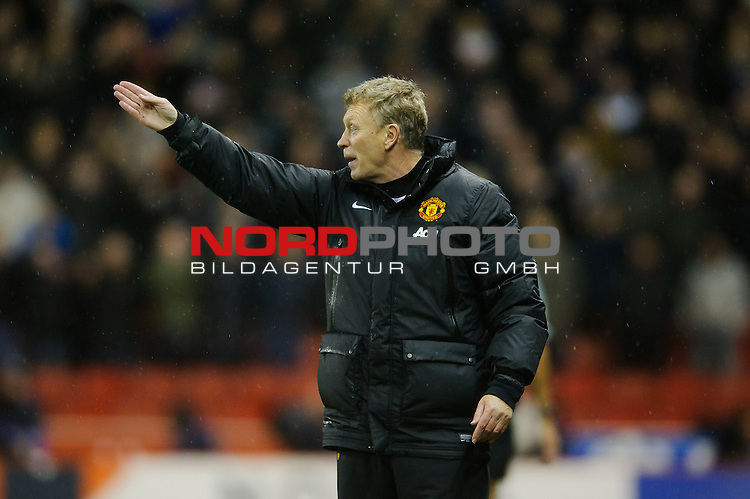 Man Utd Manager David Moyes (SCO) points during the first half of the match -  - 18/12/2013 - SPORT - FOOTBALL - Britannia Stadium, Stoke - Stoke City v Manchester United - Capital One Football League Cup Quarter-Final.<br /> Foto nph / Meredith<br /> <br /> ***** OUT OF UK *****
