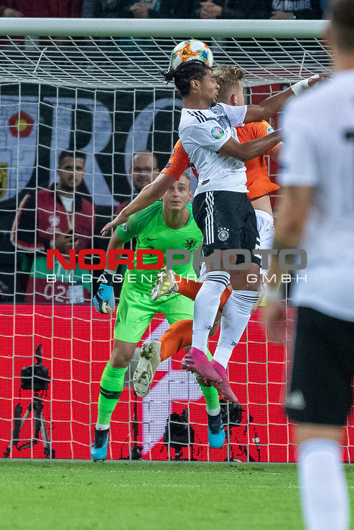 06.09.2019, Volksparkstadion, HAMBURG, GER, EMQ, Deutschland (GER) vs Niederlande (NED)<br /> <br /> DFB REGULATIONS PROHIBIT ANY USE OF PHOTOGRAPHS AS IMAGE SEQUENCES AND/OR QUASI-VIDEO.<br /> <br /> im Bild / picture shows<br /> <br /> Serge Gnabry (Deutschland / GER #20) Kopfball <br /> <br /> während EM Qualifikations-Spiel Deutschland gegen Niederlande  in Hamburg am 07.09.2019, <br /> <br /> Foto © nordphoto / Kokenge