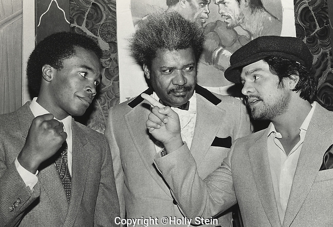 Roberto Duran(R) points his finger at Sugar Ray Leonard while Don King watches at the press conference for the second fight.