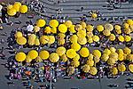 Barracas de camelos na Praca XV. Porto Alegre. Rio Grande do Sul. 2004. Foto Luiz Achutti.