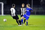 2015-10-17 / Voetbal / Seizoen 2015-2016 / Herselt - Sint-Dimpna / Raeyen (2) en Jeurissen zetten Bram Janssens van Herselt onder druk<br /><br />Foto: Mpics.be