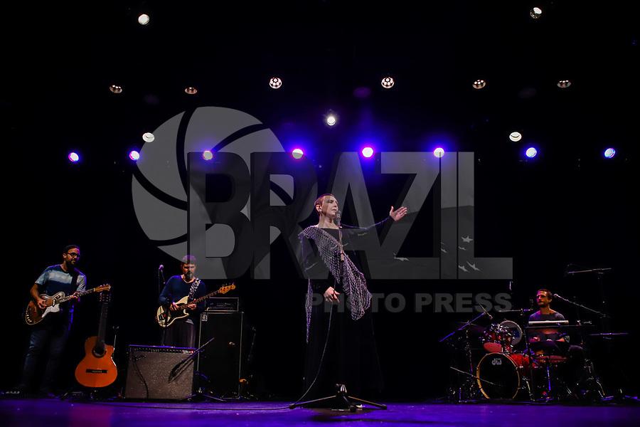 NOVA YORK, EUA, 27.10.2019 - SHOW-EUA - A cantora Adriana Calcanhotto durante show na cidade de Nova York nos Estados Unidos neste domingo, 27. (Foto: Vanessa Carvalho/Brazil Photo Press)