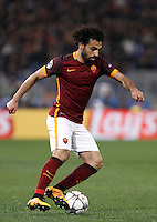 Calcio, andata degli ottavi di finale di Champions League: Roma vs Real Madrid. Roma, stadio Olimpico, 17 febbraio 2016.<br /> Roma's Mohamed Salah in action during the first leg round of 16 Champions League football match between Roma and Real Madrid, at Rome's Olympic stadium, 17 February 2016.<br /> UPDATE IMAGES PRESS/Isabella Bonotto