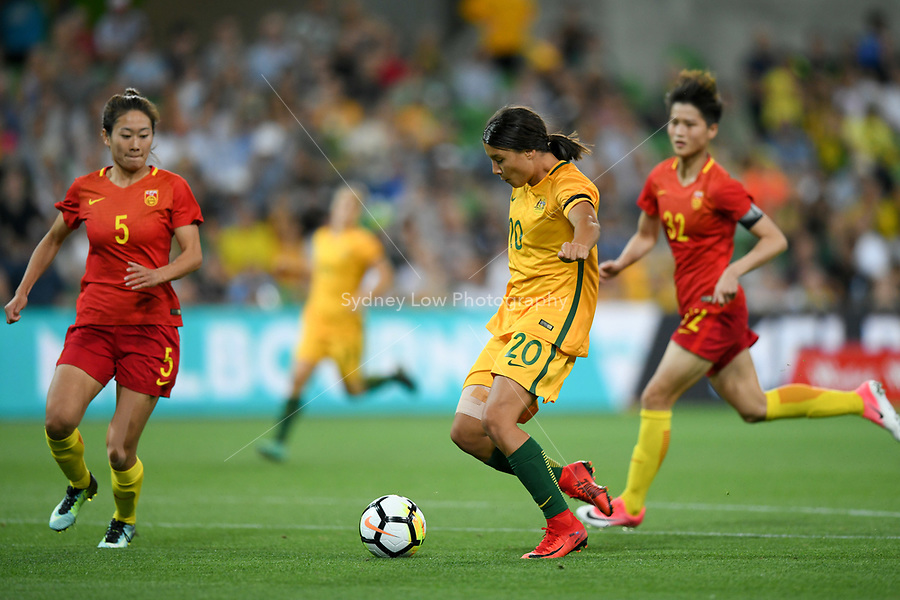22 November 2017, Melbourne - SAM KERR (20) of Australia kicks the ball during an international friendly match between the Australian Matildas and China PR at AAMI Stadium in Melbourne, Australia.. Australia won 5-1. Photo Sydney Low