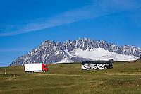 Italy, South-Tyrol (Alto Adige - Trentino), Val Venosta, truck and coach at Reschen passroad near Malles Venosta, at background Nauderer mountains, part of Oetztal Alps | Italien, Suedtirol, Vinschgau, LKW und Reisebus auf der Reschen Pass-Strasse bei Mals, im Hintergrund die Nauderer Berge, Teil der Oetztaler Alpen