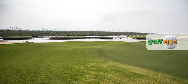 View of the 10th green at Al Zorah Golf Club, Dubai, United Arab Emirates.  26/01/2016. Picture: Golffile | David Lloyd<br /> <br /> All photos usage must carry mandatory copyright credit (&copy; Golffile | David Lloyd)