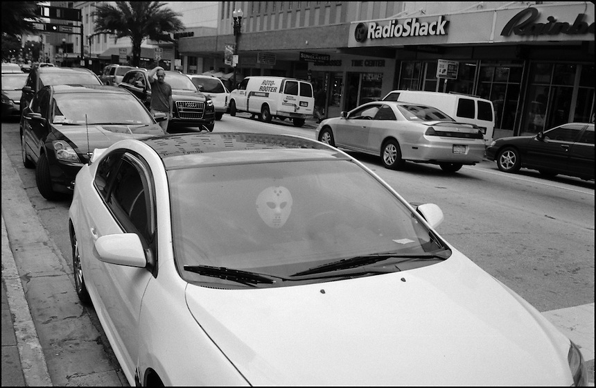 "The lost face<br /> From ""Miami in Black and White"" series. Miami, 2009"