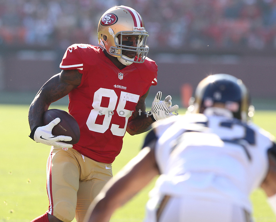 San Francisco 49ers Vernon Davis (85) during a game against the St. Louis Rams on December 1, 2013 at Candlestick Park in San Francisco, CA. The 49ers beat the Rams 23-13.