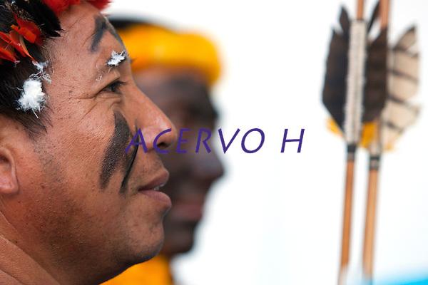 Representantes ind&iacute;genas ( Waiwai ) e quilombolas durante manifesta&ccedil;&atilde;o pela regulariza&ccedil;&atilde;o de suas terras  na bacia do rio Trombetas no munic&iacute;pio de Oriximina na calha norte do Par&aacute;.   <br /> Com uma popula&ccedil;&atilde;o ind&iacute;gena estimada  em 3400 pessoas divididas entre comunidades Waiwai, Zo&eacute;s, Tiry&oacute;;  entre outras 8, al&eacute;m de 35 comunidades quilombolas, a regi&atilde;o vem sofrendo  forte press&atilde;o de mineradoras na regi&atilde;o.<br /> Bel&eacute;m, Par&aacute;, Brasil.<br /> Foto Paulo Santos.<br /> 02/10/2013