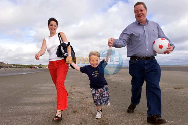 Deirdre, Ronan and Ciaran Bourke home from there New York base beside Ground Zero, having a nice gental walk on Bettystown Beach...Picture Fran Caffrey Newsfile...This Picture is sent to you by:..Newsfile Ltd.The View, Millmount Abbey, Drogheda, Co Louth, Ireland..Tel: +353419871240.Fax: +353419871260.GSM: +353862500958.ISDN: +353419871010.email: pictures@newsfile.ie.www.newsfile.ie